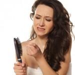 Łojotokowe zapalenie skóry głowy powodem wypadania włosów i łupieżu. Jak z tym walczyć?