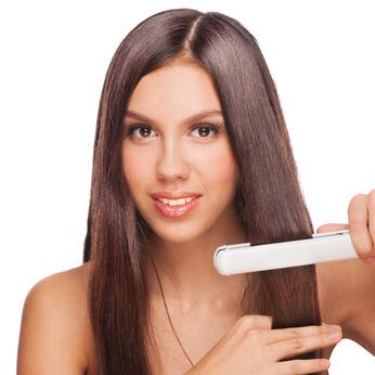 Cała prawda o prostowaniu włosów. Zobacz w jaki sposób powinnaś prostować swoje włosy.