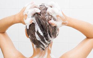 Jak często myć włosy? Częstotliwość zależy od skróy głowy!